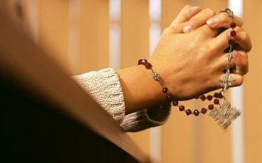 hands_rosary_1350136c